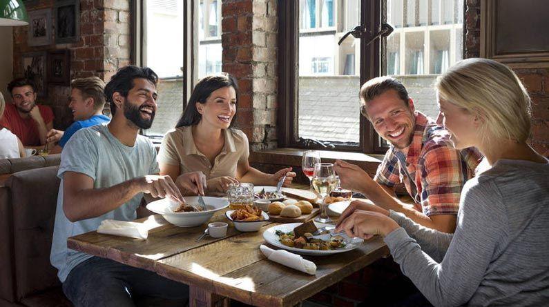 4 consejos para salir a comer fuera y no fallar en el intento