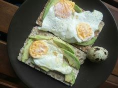 tostada de huevo y aguacate