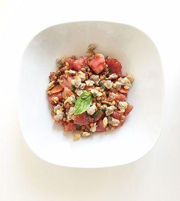 Plato de lentejas tomate y berberechos