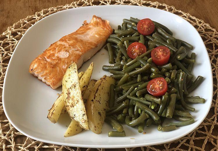 cena a base de salmón judia y tomate
